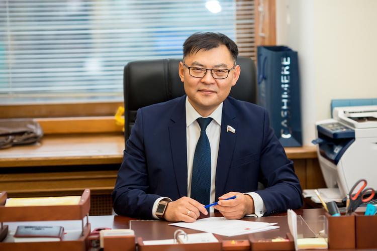 Депутат Госдумы Алдар Дамдинов о страхе перед Китаем, байкальском законе и нищенстве регионов