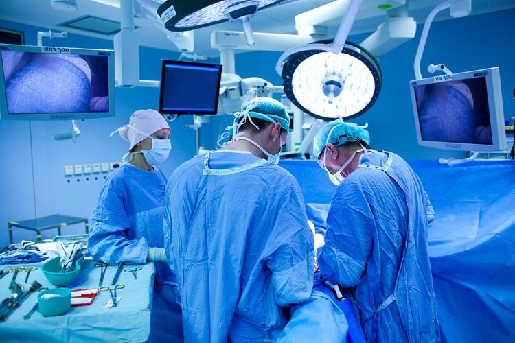 Что хирурги забывают в теле пациентов, и кто за это платит?