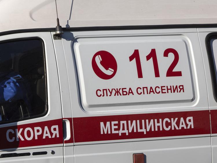 """Таксист не пропустил """"скорую"""" в Москве и угрожал ножом ее водителю"""