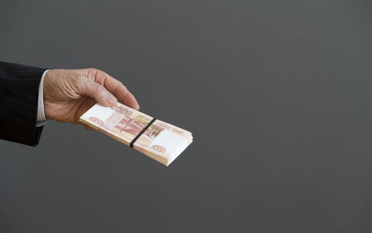 Петербургского следователя заподозрили в получении взятки