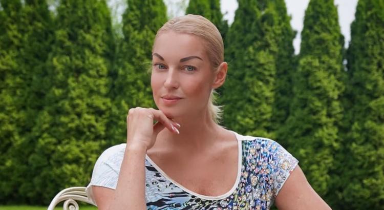 Волочкова объяснилась за бокал вина и напомнила о пьянстве в стране