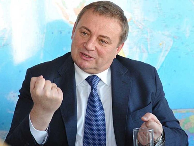 Пахомовский кризис в Сочи. Золотого сотрудника приобрела нефтяная компания или он ее