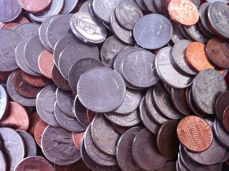 В США женщина отплатила за измену экс-супругу 150 кг монет