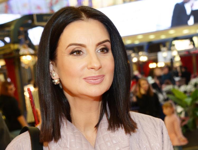 Талия 51-летней Екатерины Стриженовой восхитила поклонников