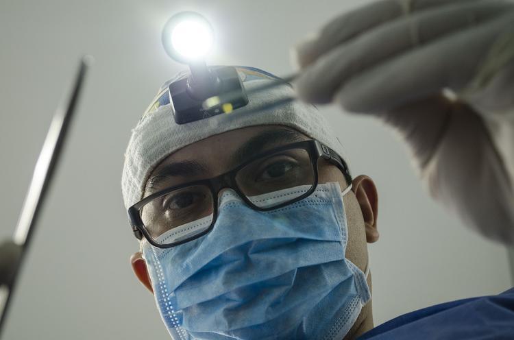 В Казахстане стоматолог силой  успокаивал ребёнка во время приема