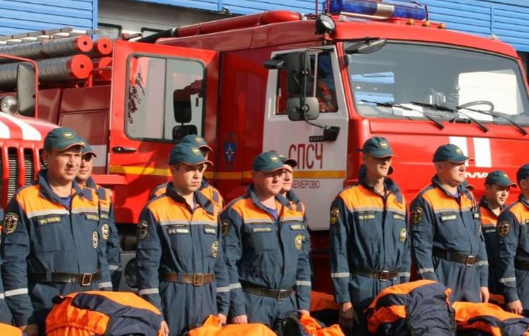 В Жуковском горит склад, пожар охватил 3,5 тысячи квадратных метров