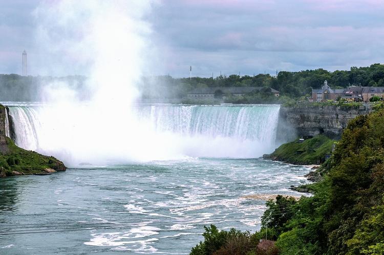 В Канаде шторм снёс судно, застрявшее в скалах почти столетие назад