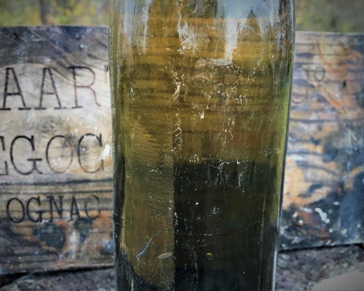 Дайверы подняли со дна Балтийского моря 900 бутылок французского коньяка