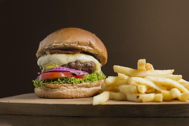 В Исландии доказали, что еда из Макдональдса не портится. Совсем