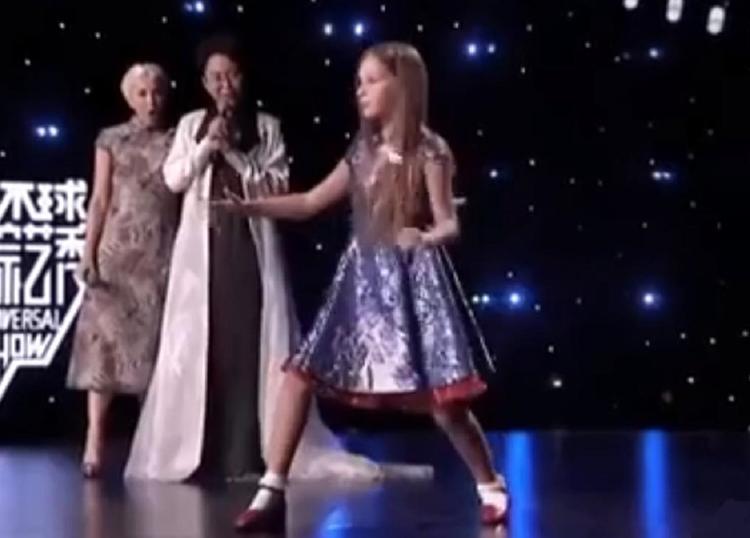 Видео: дочь Витаса покорила китайскую аудиторию своим кунг-фу