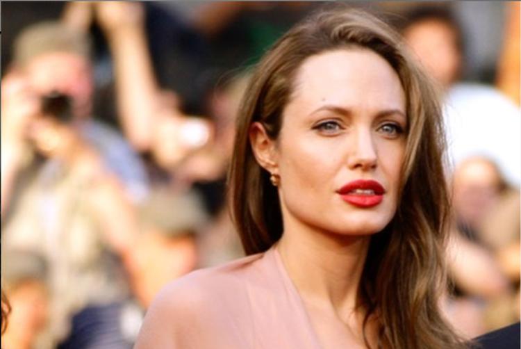 Анджелину Джоли эвакуировали со съёмок из-за старой бомбы