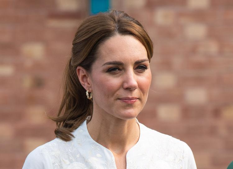 Герцогиня Кейт при помощи принца Гарри тайно посетила английский паб