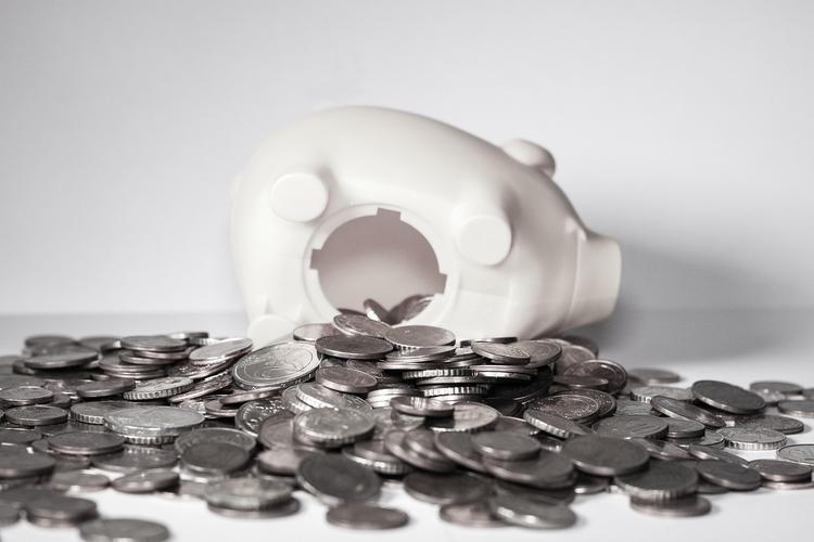 Экономист объяснил, почему бедные не могут заработать