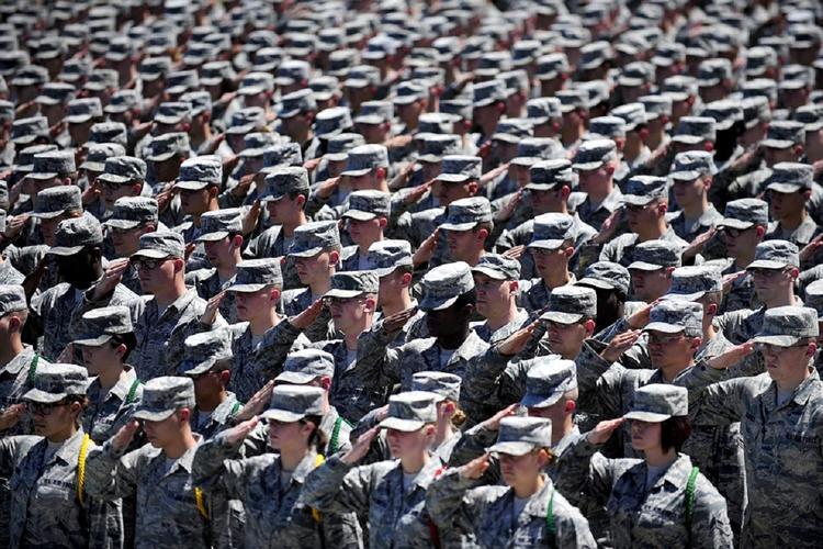 Психиатр предложил готовить призывников к армии со школы
