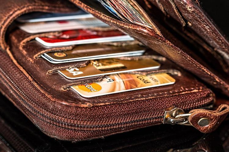 СМИ:  несколько европейских банков намерены отказаться от Visa и MasterCard