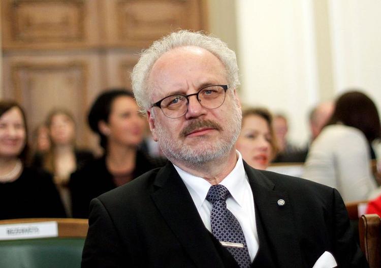 Президент Латвии: В интересах всего общества услышать мнение молодых врачей
