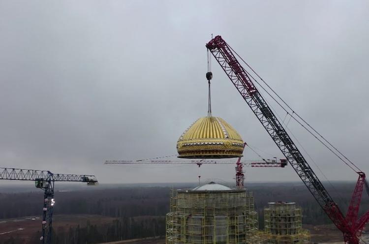 На Главный храм Вооруженных Сил РФ установлен первый купол
