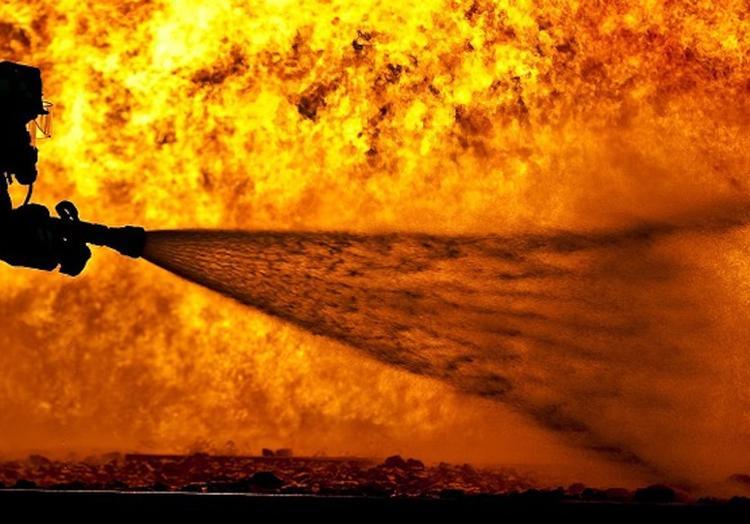 Мебельный цех горит в Реутове на площади 1 тыс. кв. м.