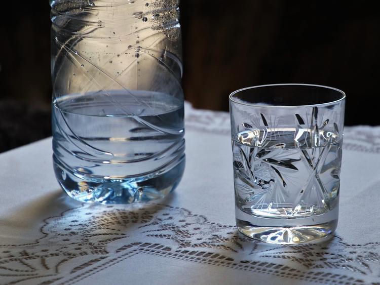 Водку научились добывать из воды и воздуха