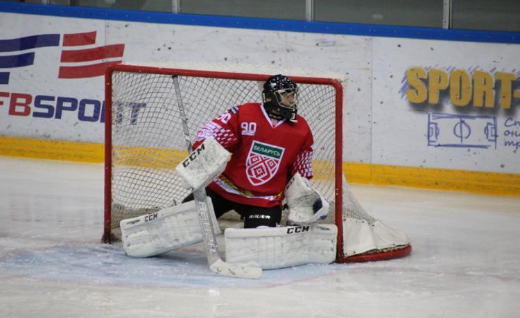 Хоккеисты сборных России и Беларуси устроили массовую драку на матче в Минске