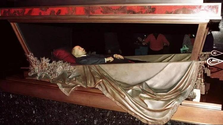 Последнее дело Ленина. Тело вождя могло помочь нищим пенсионерам России