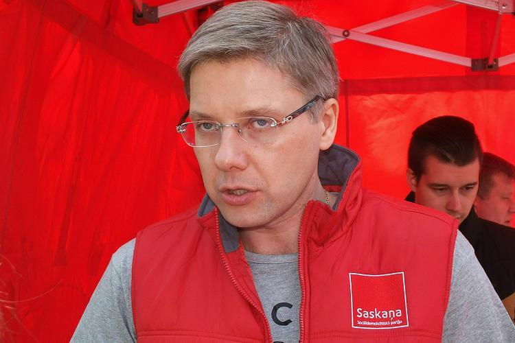 Бывшего «русского мэра» Риги закидали вопросами