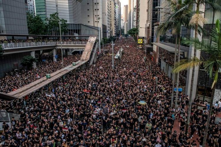 Неутихающие бунты Гонконга испытывают небезграничное терпение Пекина