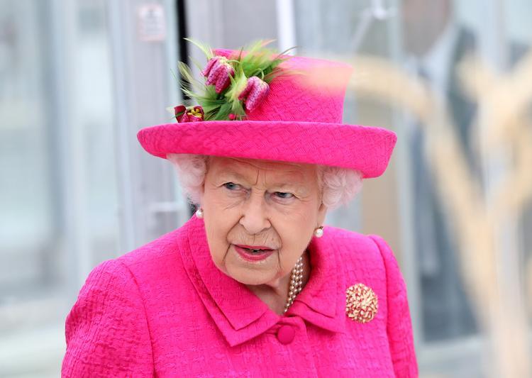 93-летняя Елизавета II вынуждена сама ездить к принцу Гарри, чтобы сплотить семью