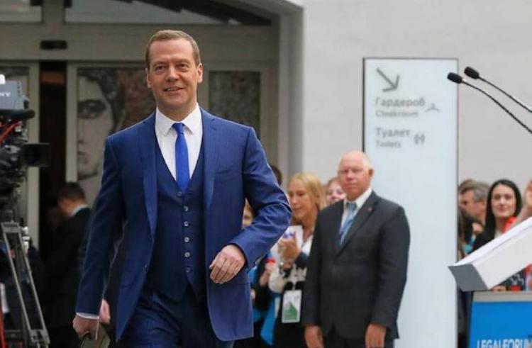 Медведев рассказал о своём музыкальном прошлом