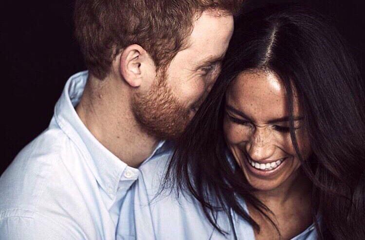 Английские СМИ пишут, что супруга принца Гарри Меган Маркл 2 года не может получить британское гражданство