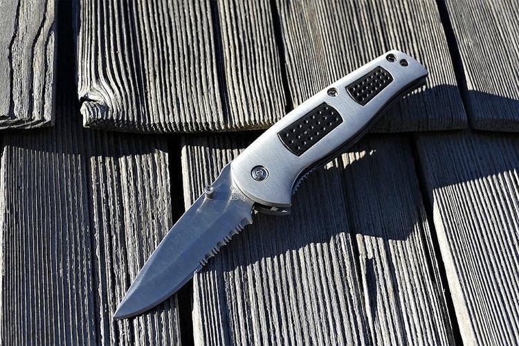 Мужчине, который пришел на журфак МГУ с пистолетом и ножом, вызвали психиатра
