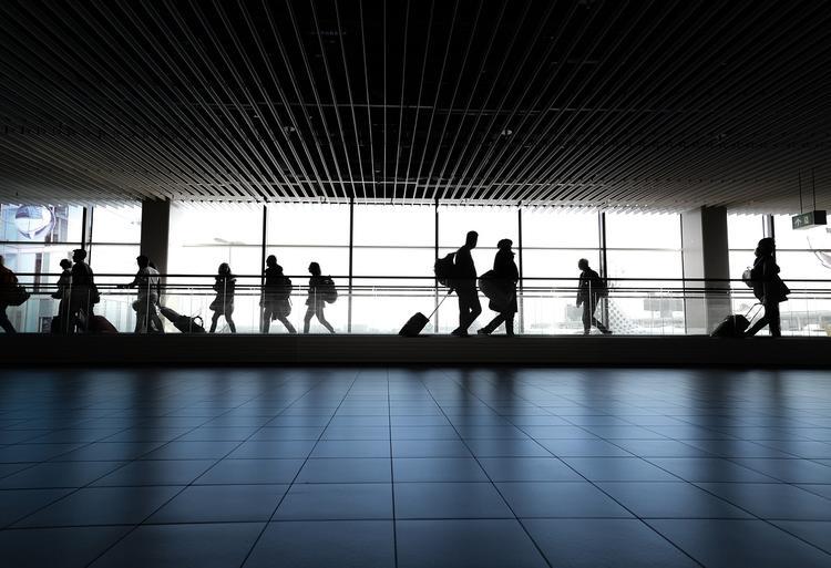 Выяснились подробности вооруженного нападения на мужчину в аэропорту Екатеринбурга, он нес 30 млн дипломату