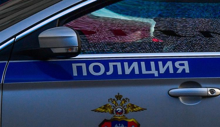 На западе Москвы трое в белых масках ограбили салон связи