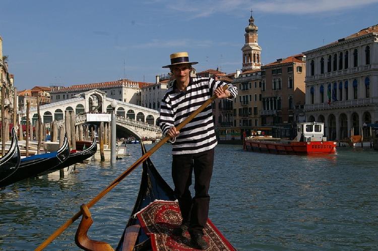 В Венеции турист едва не утонул из-за селфи