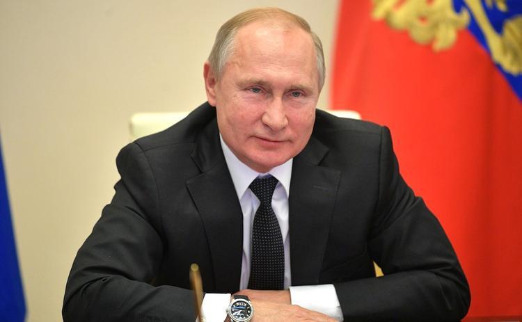 Владимир Путин обнял расплакавшуюся жительницу Петербурга