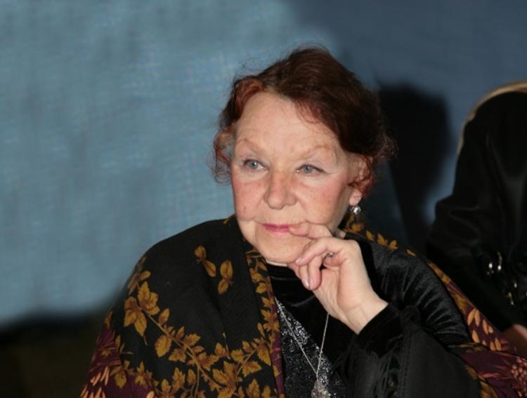 Актриса Нина Ургант перенесла операцию на глаза