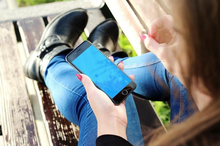 Процесс отправки SMS-сообщений может вызвать сколиоз, считают учёные