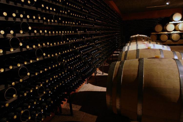 В РФ могут разрешить продавать вино после 23:00