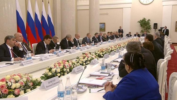 Путин попросил шепнуть ему на ухо, кто из федеральных СМИ считает неинтересной национальную тему