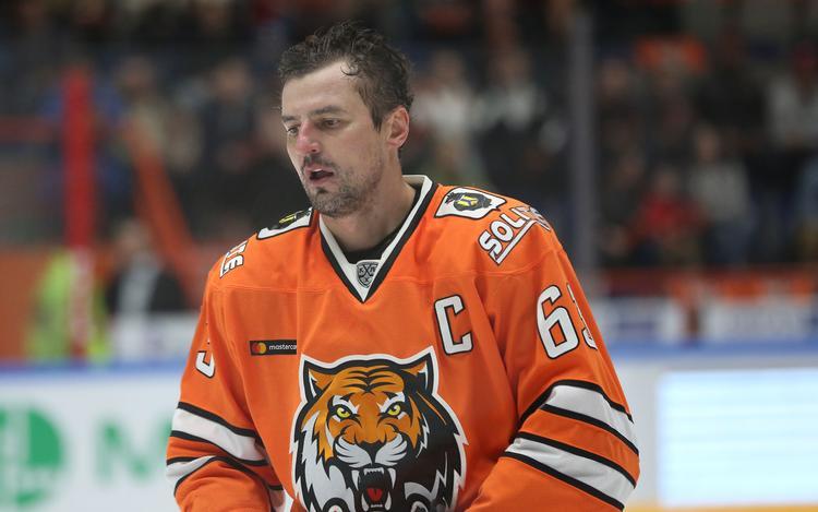 "На капитана ХК ""Амур"" Максима Кондратьева и его супругу напали на  парковке, хоккеист госпитализирован с травмой головы"