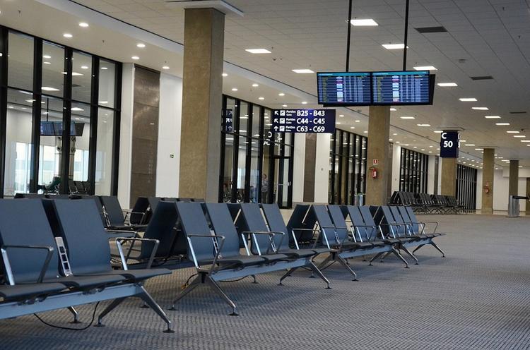 В московских аэропортах задержали и отменили около 20 рейсов
