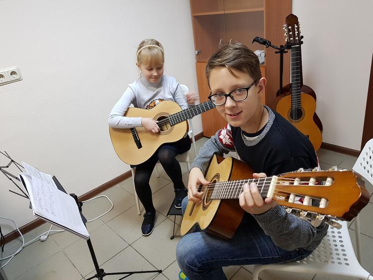 ТОП-3 музыкальных инструментов для общего развития ребенка