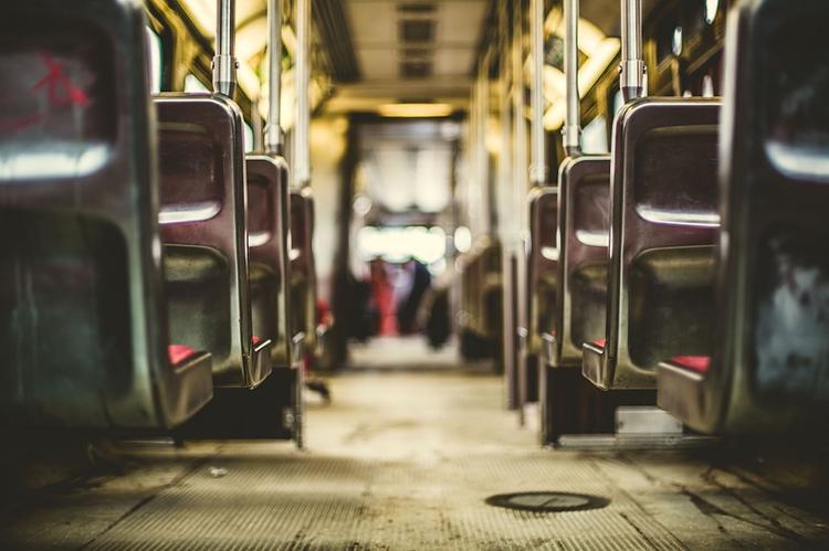 Легковушка и автобус столкнулись на востоке Москвы