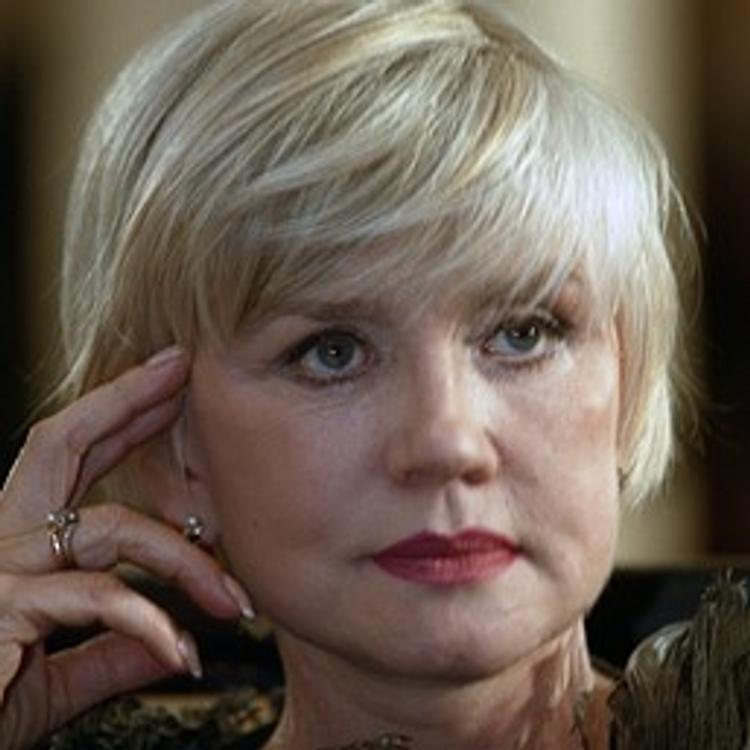 В сети появилось фото актрисы Веры Алентовой с красивым макияжем