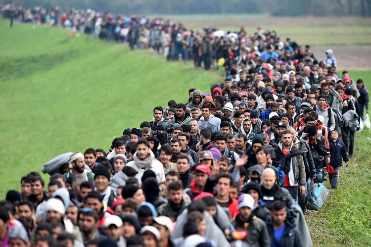 Мигранты отправили из России 21 млрд долларов