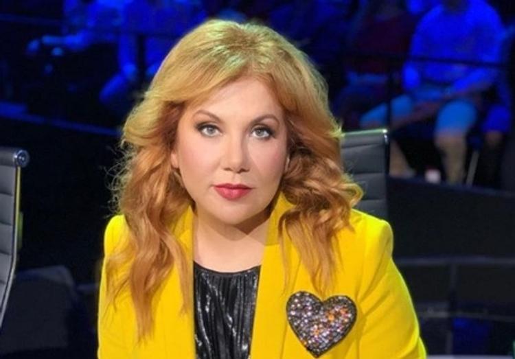 Актриса Марина Федункив  покорила поклонников дерзким образом в коротком  платье