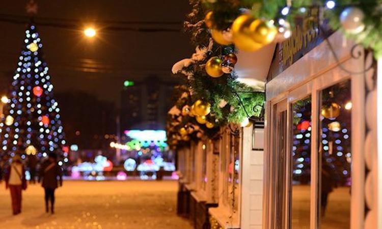 Городскую  набережную Ялты украсят новогодними композициями с подсветками  за  79 миллионов рублей
