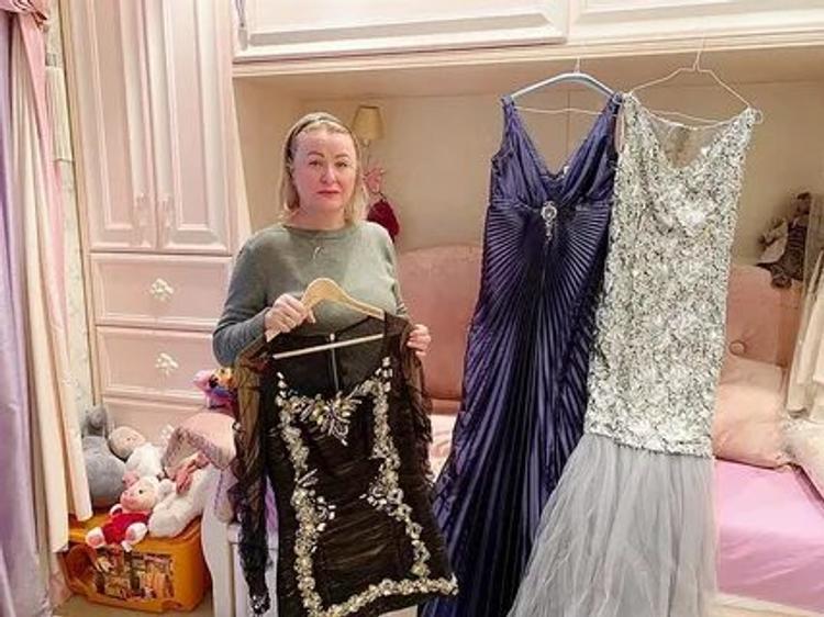 Мама Юлии Началовой подарила ее несколько концертных платьев ведущему