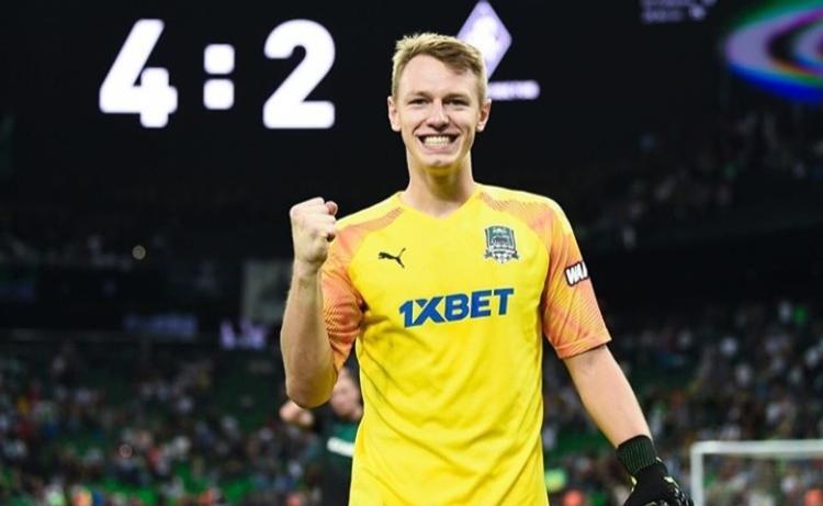 Сафонов и Сулейманов стали лучшими молодыми футболистами РПЛ