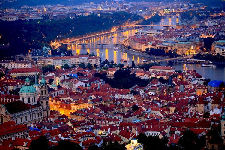 Прага: 30 человек пострадали при столкновении двух автобусов